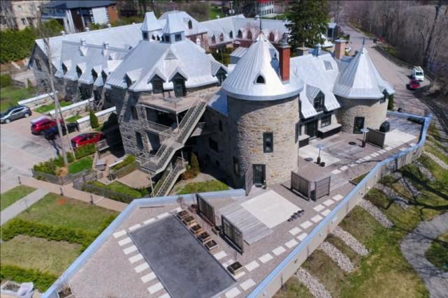 La forme en U du manoir était tout... (Photo Marie-André Rhéaume, fournie par Re/Max Québec)