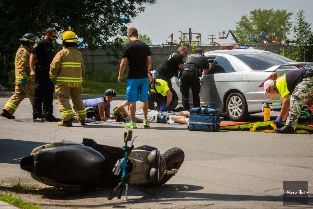 Un accident entre un cyclomoteur et une automobile... (Photo: François Gervais Le Nouvelliste)