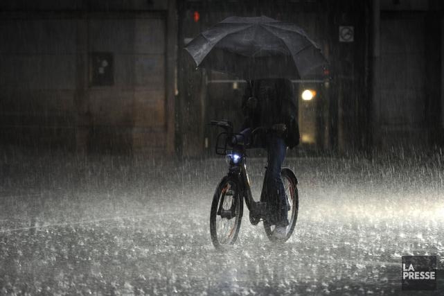 Les conditions météorologiques ont rendu la circulation difficile... (PHOTO BERNARD BRAULT, ARCHIVES LA PRESSE)