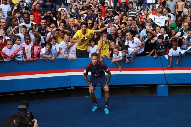 Neymar a fait le tour du Parc des... (PHOTO Jacques DEMARTHON, AGENCE FRANCE-PRESSE)