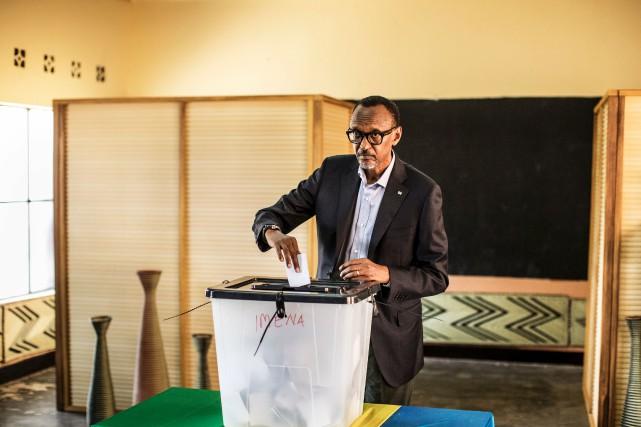 Paul Kagame a facilement été réélu président du... (AFP, Marco Longari)