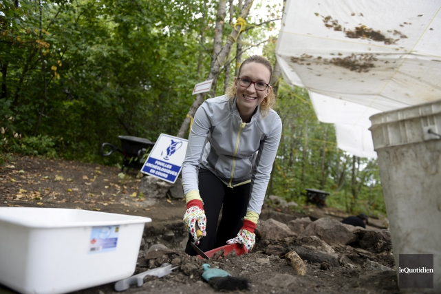 Participer à des fouilles archéologies demande patience et... (Photo Le Quotidien, Jeannot Lévesque)