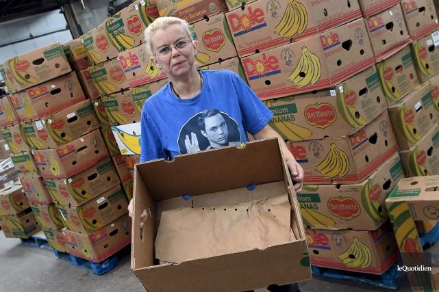 Suzie Boucher constate une pénurie de denrées alimentaires... (Photo Le Quotidien, Rocket Lavoie)