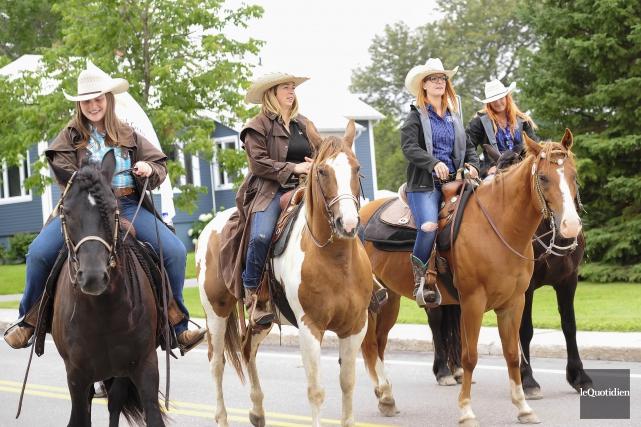 Le défilé du Festival du cowboy de Chambord... (Photo Le Quotidien, Gimmy Desbiens)