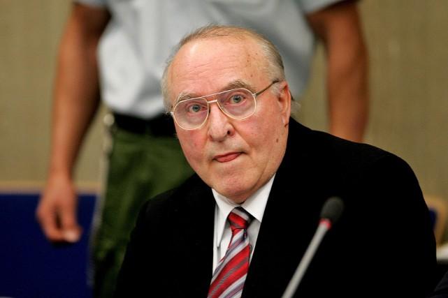 Ernst Zündela été déporté en Allemagne en 2005... (PHOTO MICHAEL PROBST, ARCHIVES ASSOCIATED PRESS)