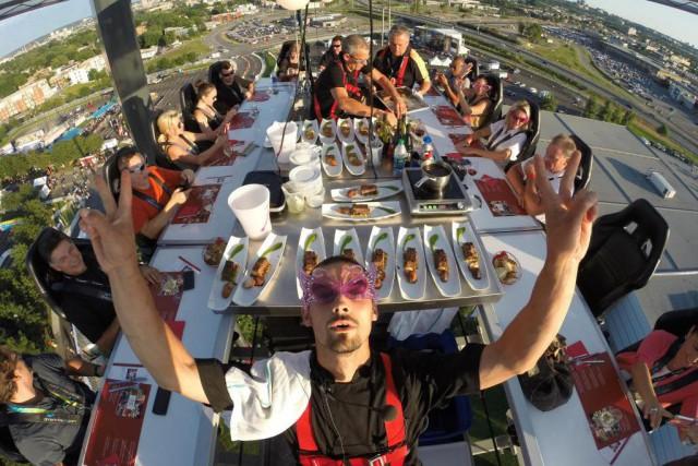 Un souper à 150pidans les airs, ça vous... (Photo tirée du site web)