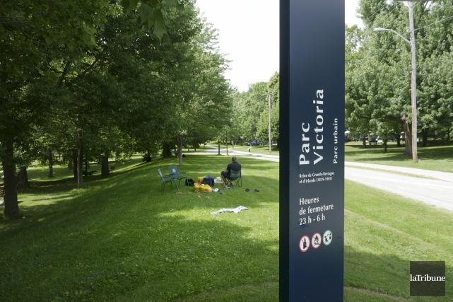 L'attaque au couteau est survenue au parc Victoria... (Archives, La Tribune)