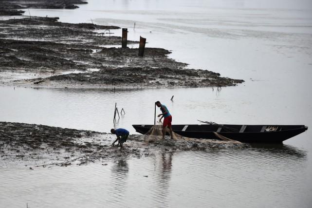 Des combattants armés ont envahi samedi les îles... (Photo AFP)