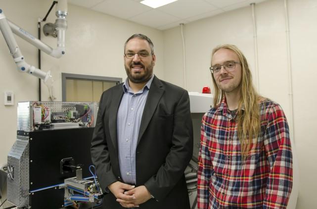 Jonathan Bouchard et Simon Boudreault, étudiants à l'UdeS,... (Spectre Média, Stéphanie Vallières)