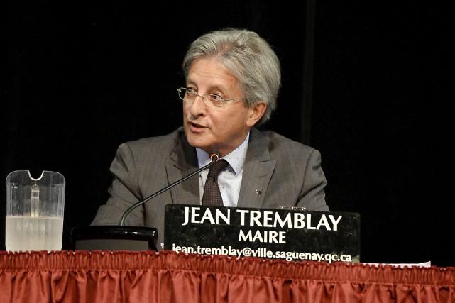 Le maire Jean Tremblay a profité de son... (Photo Le Quotidien, Jeannot Lévesque)