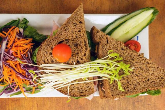Le café Santropol propose des sandwichs complètement décadents.... (Photo tirée de la page Facebook du Santropol)