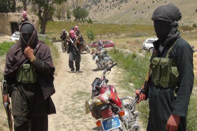 Des soldats d'une milice affiliée aux talibans.... (PHOTO ARCHIVES AFP)