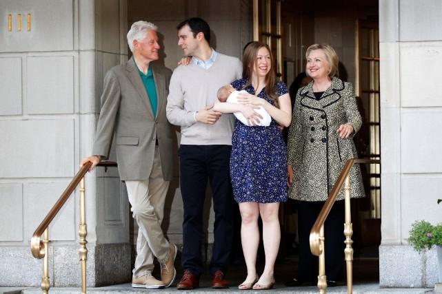 La famille Clinton, Bill, Hillary et Chelsea, de... (Photo Brendan McDermid, archives REUTERS)