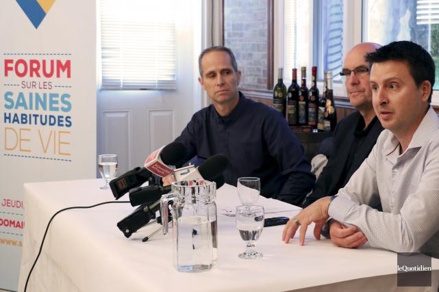 Dominic Gagnon, Mario Ruel et Louis-Raphaël Tremblay travaillent... (Photo Le Quotidien, Yohann Gasse)