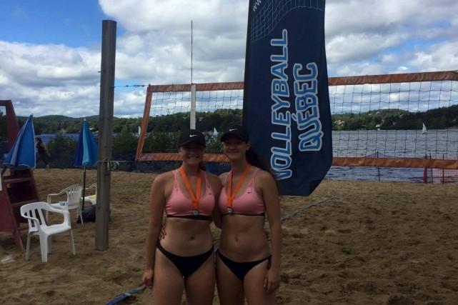 Les nouvelles championnes québécoises en volley-ball de plage... (Courtoisie)