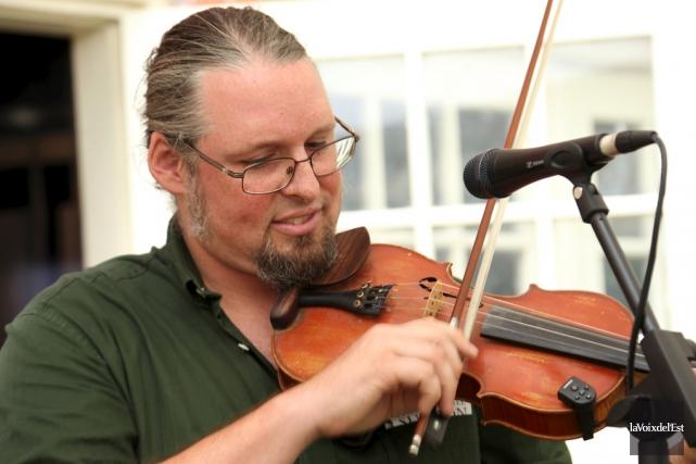 Le porte-parole du Festival, le violoneux Pascal Gemme... (Alain Dion, archives La Voix de l'Est)