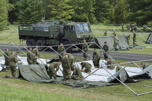 Une centaine de militaires de la base de... (La Presse canadienne, Graham Hughes)