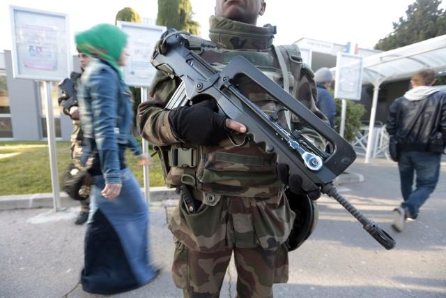 Selon un chercheur, la présence militaire dans les... (Photo Eric Gaillard, archives REUTERS)