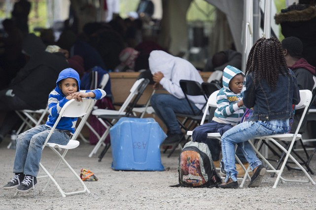 Les demandeurs d'asile au Canada continuent à affluer... (Archives, La Presse canadienne)