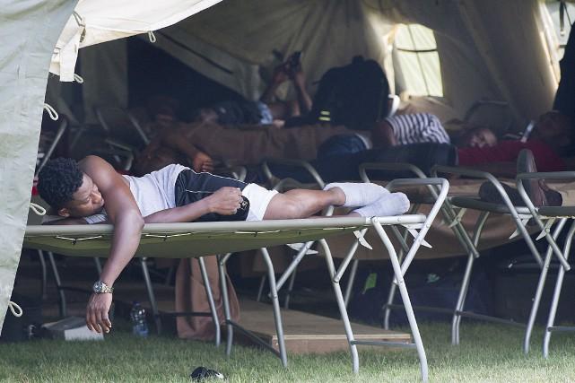 Le camp d'accueil temporaire dressé par l'armée est... (La Presse canadienne, Graham Hughes)
