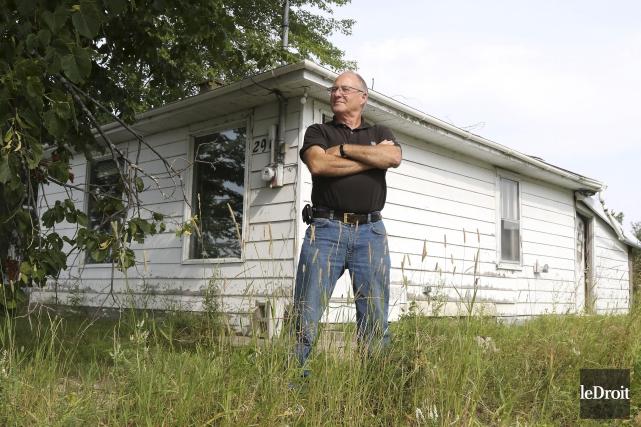 Serge Larose a tout perdu avec les inondations... (Patrick Woodbury, Le Droit)