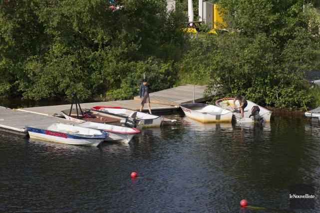 Une mauvaise surprise attendait vendredi matin les membres du Club de canotage... (Photo: Sylvain Mayer Le Nouvelliste)