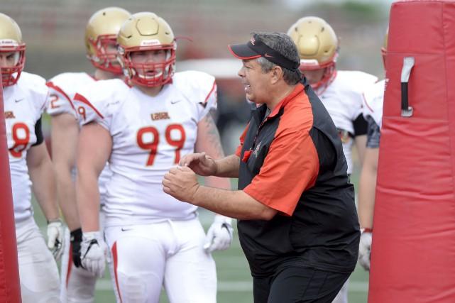 L'entraîneur-chef du Rouge et Or, Glen Constantin, a... (Le Soleil, Yan Doublet)
