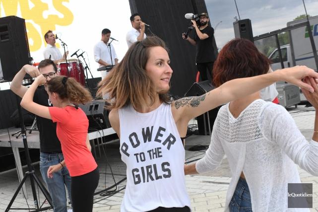 L'occasion était belle de danser au son d'un... (Photo Le Quotidien, Michel Tremblay)