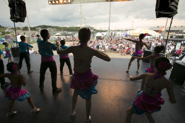 La troupe Danse Herencia a présenté de la... (PHOTO SPECTRE MÉDIA, RENÉ MARQUIS)