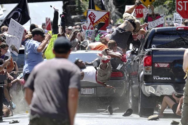 Une voiture a foncé dans un groupe de... (AP, Ryan M. Kelly/The Daily Progress)