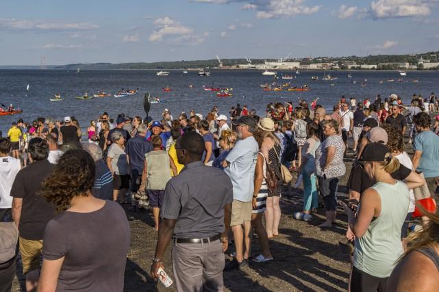Près de 90 kayakistes sont débarqués à la... (Catherine Desautels)