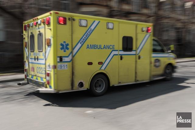Après des semaines de revendications des ambulanciers de la région de la... (PHOTO HUGO-SÉBASTIEN AUBERT, ARCHIVES LA PRESSE)