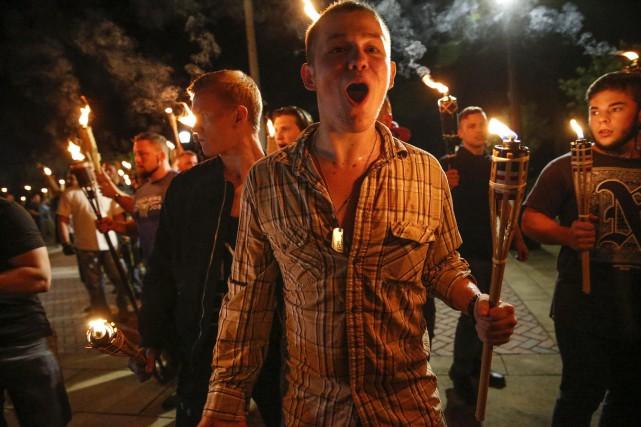 De tels défilés avec des torches évoquent notamment... (Photo AP)