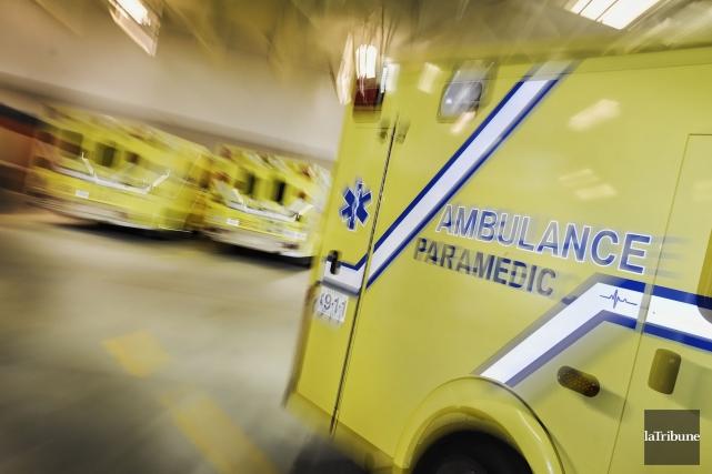Une femme âgée de 23 ans a chuté du troisième étage d'un immeuble à logements... (ARCHIVES LA TRIBUNE)