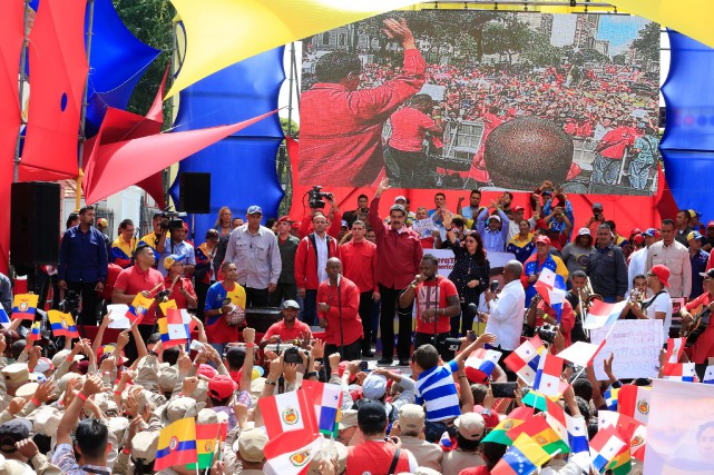 Nicolas Maduro a demandé à ses partisans de... (PHOTO AFP)