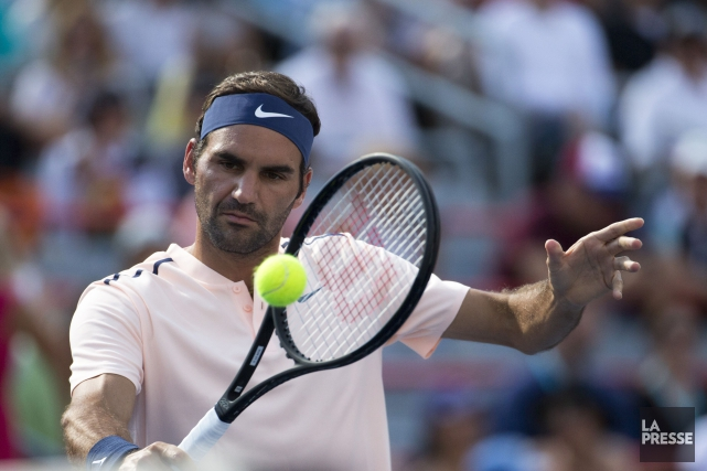 Roger Federer a indiqué qu'il s'est blessé légèrement... (PHOTO OLIVIER JEAN, LA PRESSE)