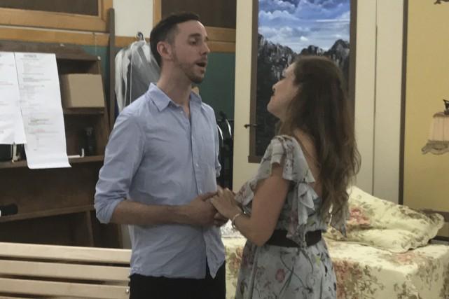 Jonathan Bédard (le capitaine von Trapp) et Myriam... (fournie)