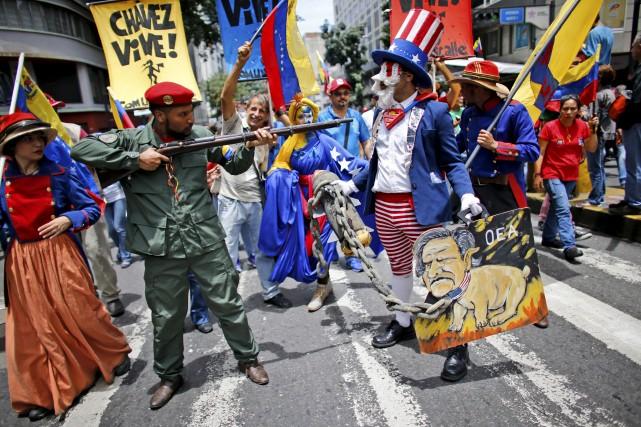Le président vénézuélien a mobilisé des milliers de... (AP, Ariana Cubillos)