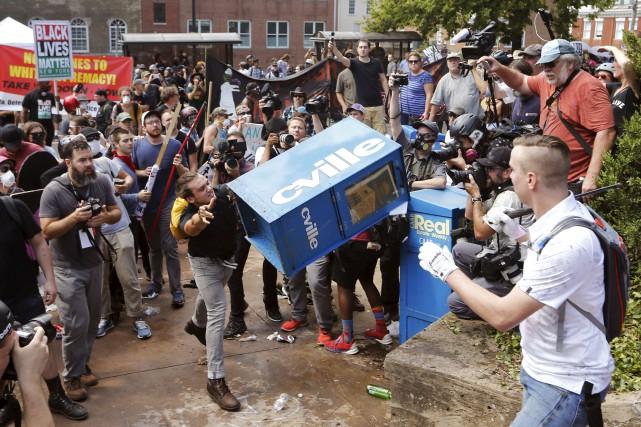 Charlottesville a été le théâtre samedi de violentsaffrontements... (AP, Steve Helber)