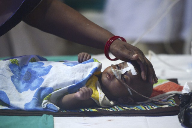 D'après les médias indiens, au moins 85 enfants... (AFP, Sanjay Kanojia)