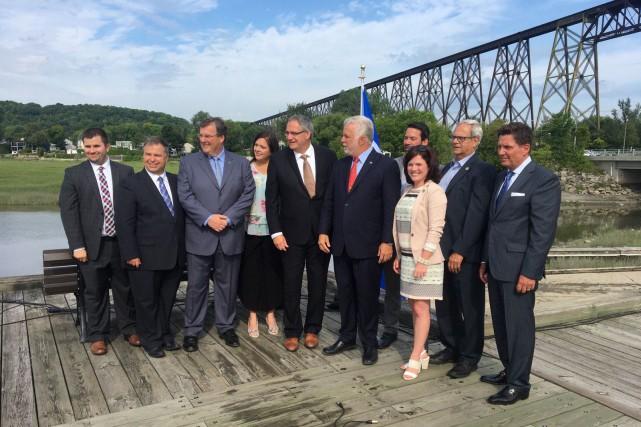 Éric Tétrault (au centre), qui habite Montréal depuis... (Le Soleil, Jean-Marie Villeneuve)