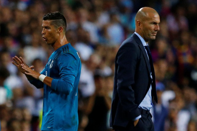 Cristiano Ronaldo et l'entraîneur du Real Madrid, Zinédine... (Photo Juan Medina, Reuters)