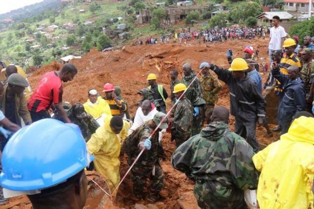 Les bidonvilles accrochés aux collines ou sur le... (REUTERS)