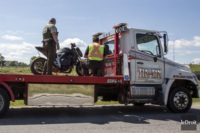 Le motocycliste de 27 ans a subi des... (Simon Séguin-Bertrand, Le Droit)
