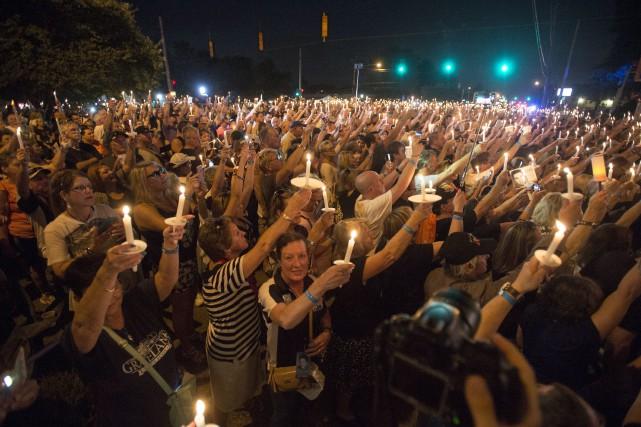 Des milliers d'admirateurs d'Elvis Presley ont participé à... (Photo Brandon Dill, AP)