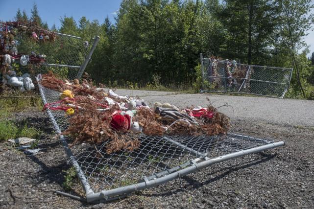 La barrière située près du lieu où les... (photo: Stéphane Lessard)
