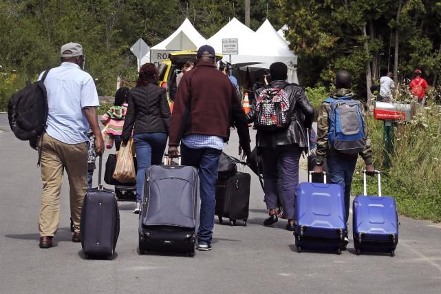 L'arrivée massive de demandeurs d'asile haïtiens continue de... (Associated Press)