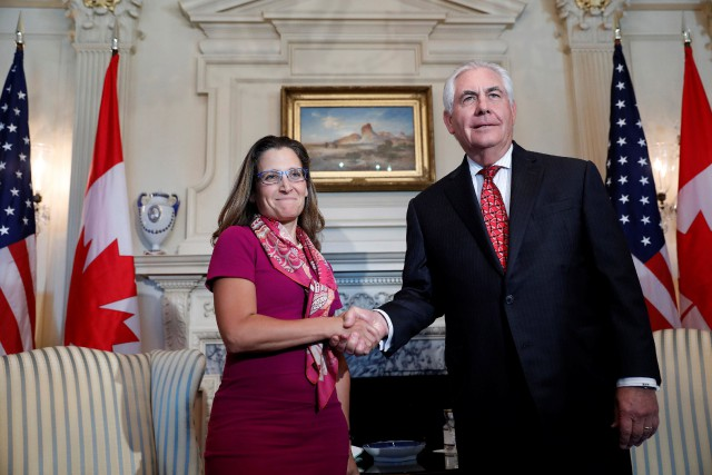 Rex Tillerson a accueilli son homologue canadienne Chrystia... (PHOTO REUTERS)