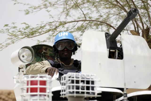 Un soldat des Nations unies patrouille dans le... (ARCHIVES AFP)