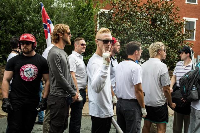 Shawn Beauvais-MacDonald (à gauche) amanifesté samedi dernier aux... (Edu Bayer, The New York Times)